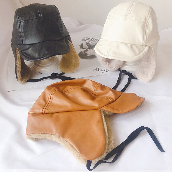 Sturdily designed trapper hats for baby riders